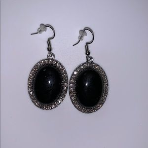 NWOT Beautiful black dangle earring w rhinestones